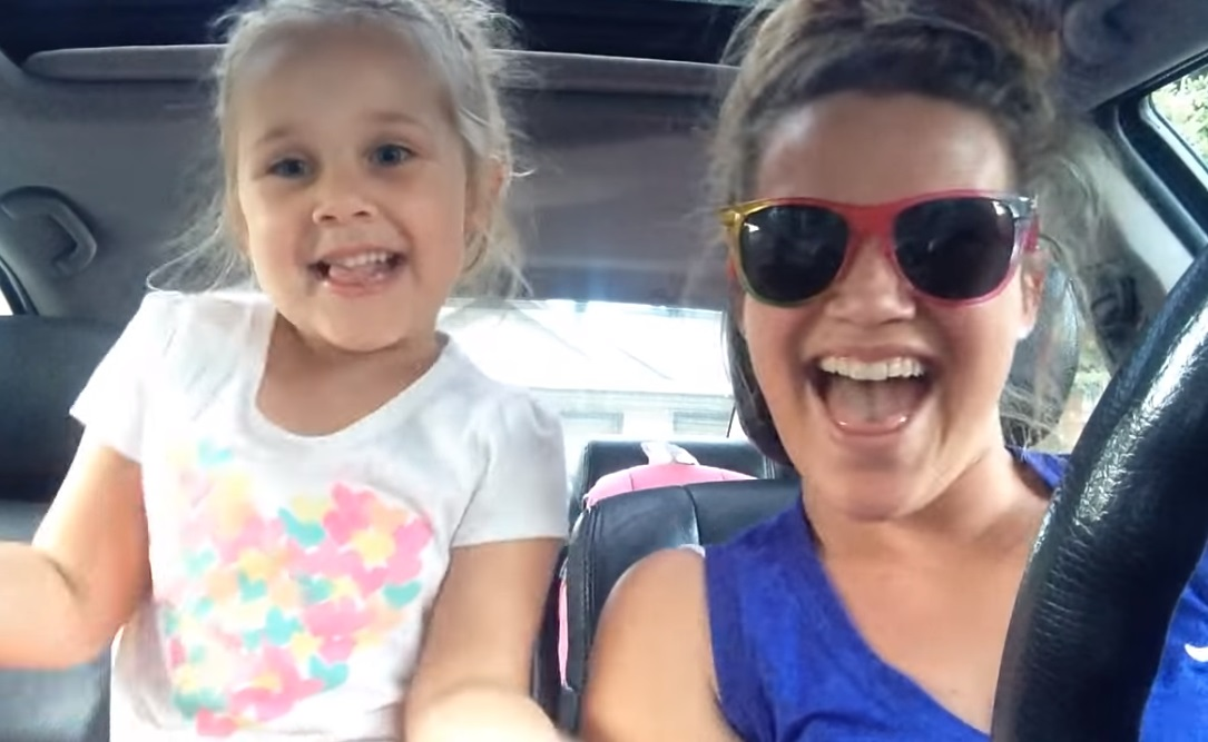Mom ,Starts Singing ,To The Camera,Camera,Sing,Start,Mom,video,adorable,daughter