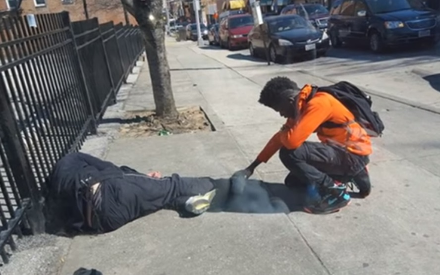 Homeless, Police, Praying, acts of kindness, Kindness, Story, Trending,