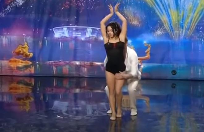 dancing,dance,beautiful dance,stunning dance,beautiful show,stunning,beautiful,amazing,viral video,video