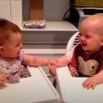 Twin babies have hilarious giggle fit that will have you laughing along