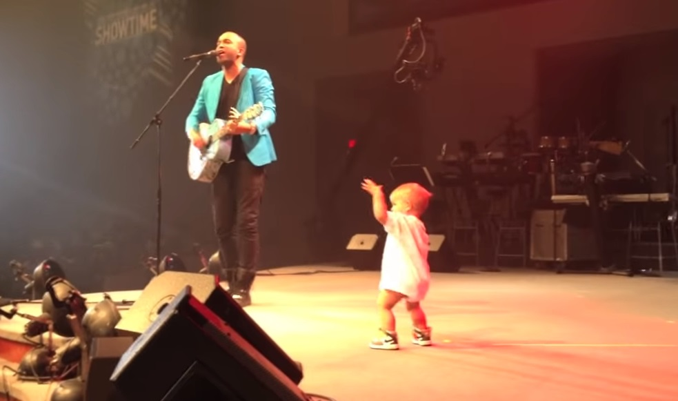 dancing, dancing baby, jimmy kimmel, kittens, cute kitten, little boy dancing, 17 month old dancing, new years eve, cuteness, funny video, funny kid video,viral video,awesome,beautiful moments