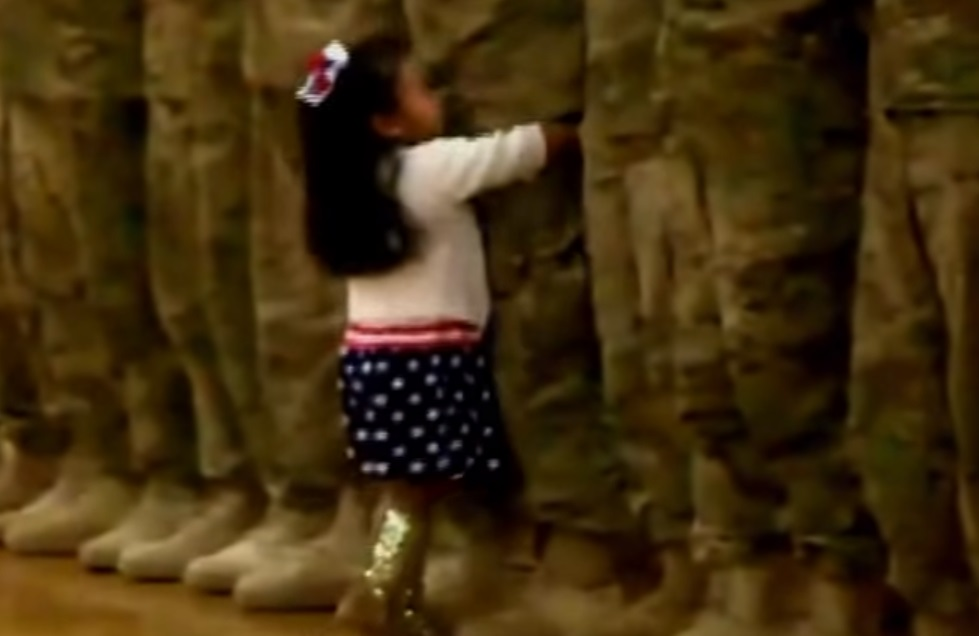 Heartwarming, moment, little, Colorado, Springs, girl, welcomes, home, soldier, father, nine, month, deployment, Middle, East,