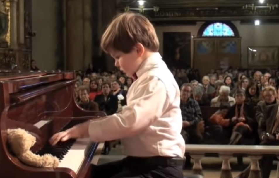 professional Pianist, magnificent, Pianist, kid, amazing, amazing kid, bethoven, note, piano, hard piece, piece of art, courage, difficult music,