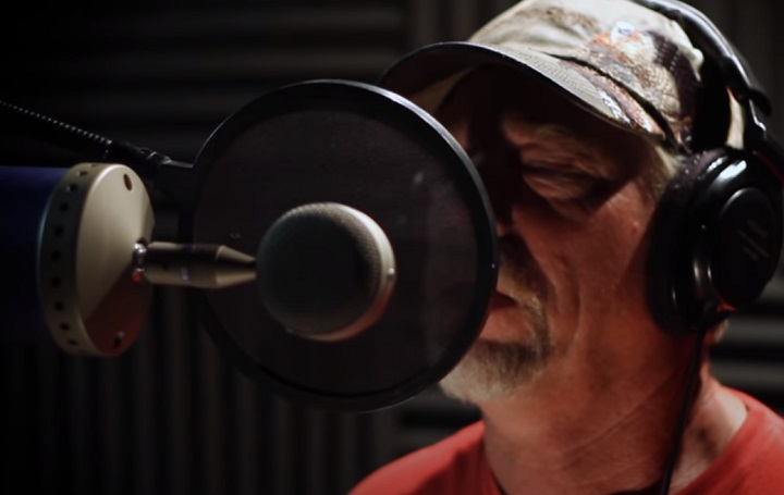 dennis reggie ,minor ,michael buble, feeling good ,cover,hillbilly, redneck ,snakeman, hunter, Michael Bublé ,Celebrity, dennis minor, Feeling Good ,Composition,shy,amator